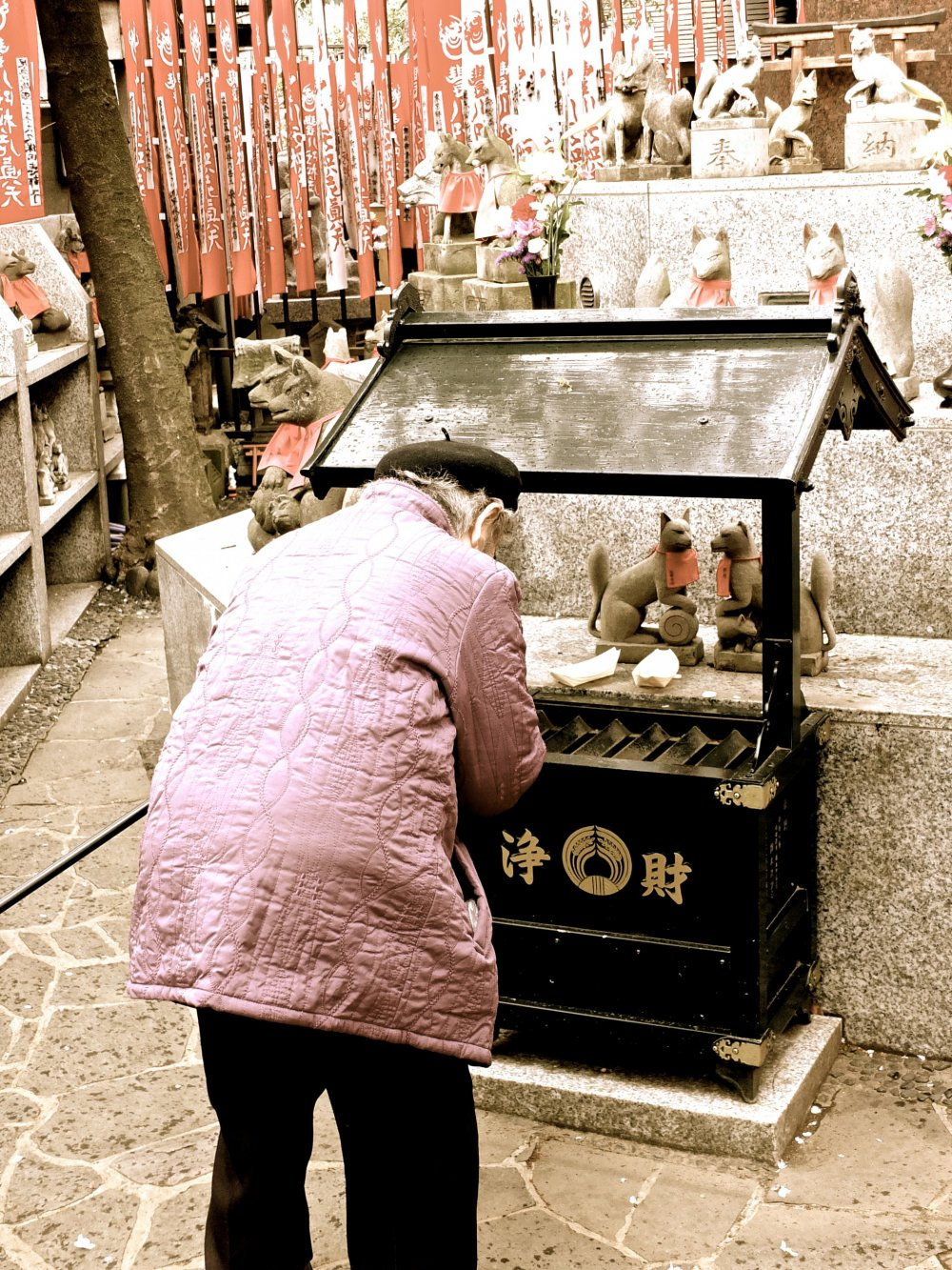 This elderly woman had a plastic bag full of small coins; she went from prayer station to prayer station, made an offering and prayed, then went to the next one