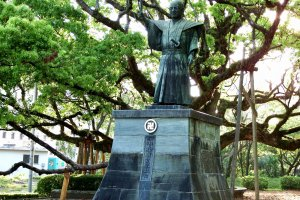 Statue of Hachisuka Iemasa, the son of Hachisuka Koroku, a so-called bandit, and the first lord of the Tokushima domain