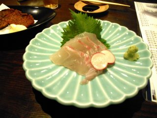 Sashimi (sliced raw fish) of Tai (sea bream). Natural sea bream is also one of Tokushima's specialties. You can't leave Tokushima without tasting this!