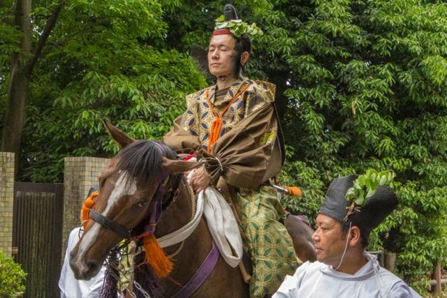 At the head of the Aoi Matsuri procession (葵祭) are Norijiri horseman (乗尻). This first part of the procession is called Roto-no-Gi (路頭の儀)