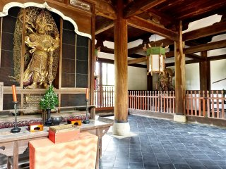 Le hall du temple Manpuku-ji