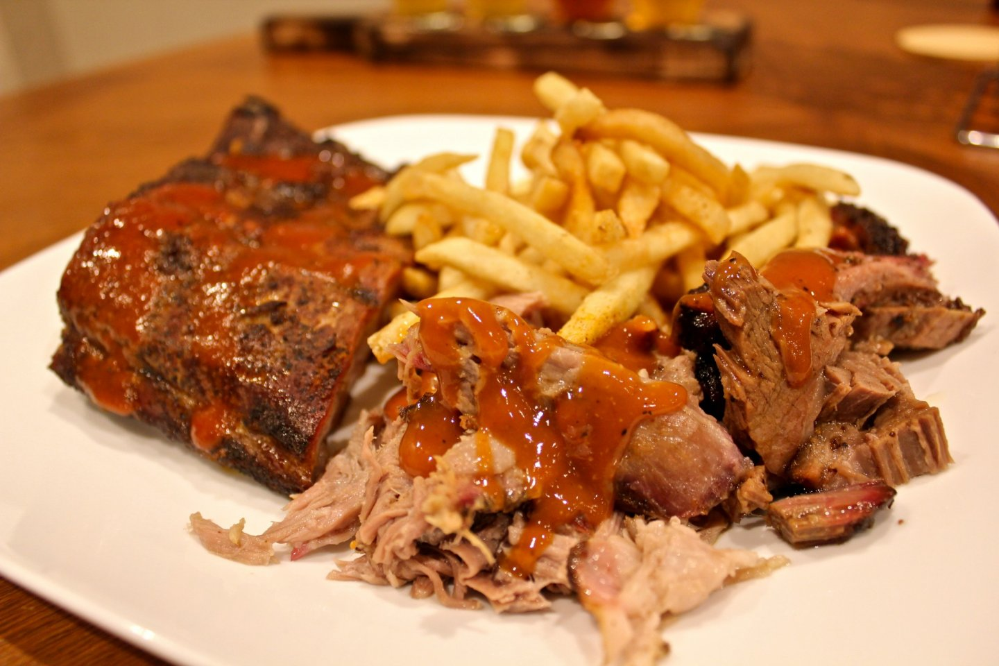 The 3 Meat BBQ Plate Set includes Baby Back Ribs, Beef Brisket, and Pulled Pork. Served with your choice of Seasoned Fries or Creole Potato Salad. 1,500yen
