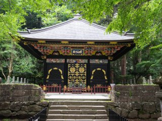 The Zennoden is one of three decorated mausoleums in the back of the Zuihoden complex
