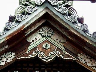 '다이쿠인' 지붕에 있는 아름다운 청동장식