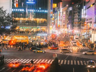 The crowds at Shibuya Crossing at night