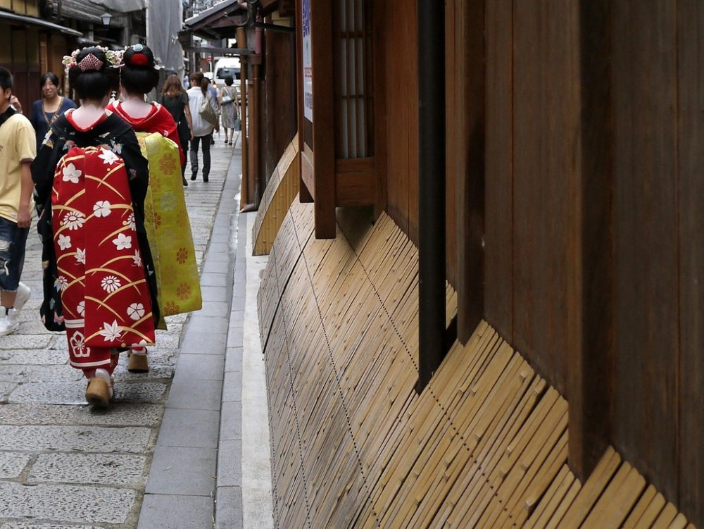 Two maiko-san (real or otherwise) stroll along the street