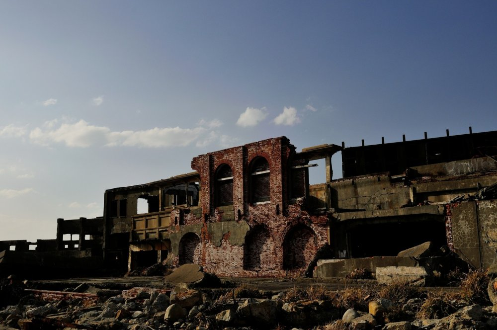 Most of the coal mining facilities are decayed and collapsing, reminding me of some ancient ruins in foreign countries
