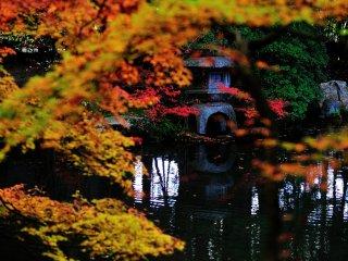 Садовый пруд Нанзендзи-ин; окрестности храма Нанзенлзи, где впервые был построен подлинный храм