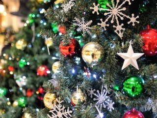 Diamor's bright Christmas with shining decorations