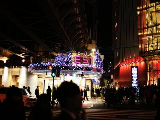 Walk along the newly-built East-to-west concourse of Hankyu Department Store to East Umeda