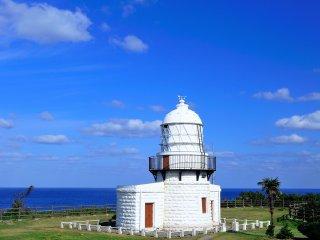 """Le phare de Rokkosaki. Il est également appelé """"le phare Noroshi (le fanal de feu)"""""""