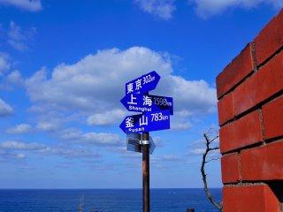 Le phare de Rokkosaki se dresse au bord de la péninsule de Noto