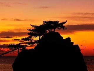 Le ciel vira au rouge alors que mon voyage dans la péninsule de Noto touchait à sa fin