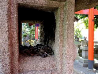 Small stones inside one of the lanterns