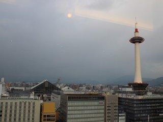 京都駅北側を臨む。店舗が駅ビルの9階なので見晴らしがよい