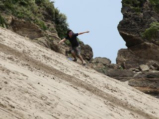 Shimoda is also home to Touji sandboarding area, with steep sand dunes ideal for trying out this lesser known sport