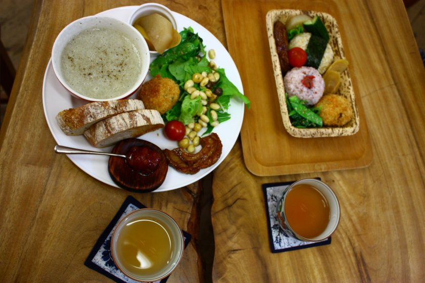 Himukamura-no-Takarabako provides simple yet delicious organic lunches.