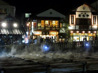 Có lẽ thị trấn suối nước nóng luôn đông đúc khách du lịch