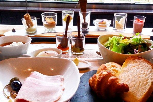 Petit-déjeuner au restaurant Lumiere