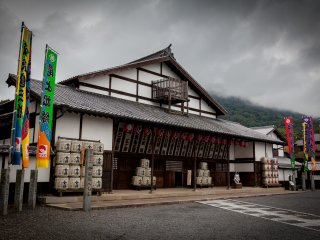 Konpira Grand Theater, also known as Kanamaru-za