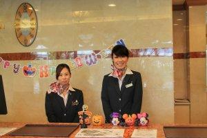 The friendly reception staff of HOTEL MYSTAYS Maihama
