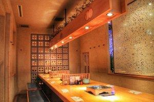 Ichiniisan possède des tables pour 1 à 4 personnes, ainsi que pour des groupes plus conséquents