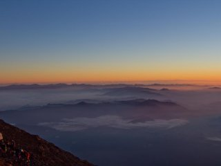 The Yoshida trail gives you the chance to watch the sunrise even during the ascend