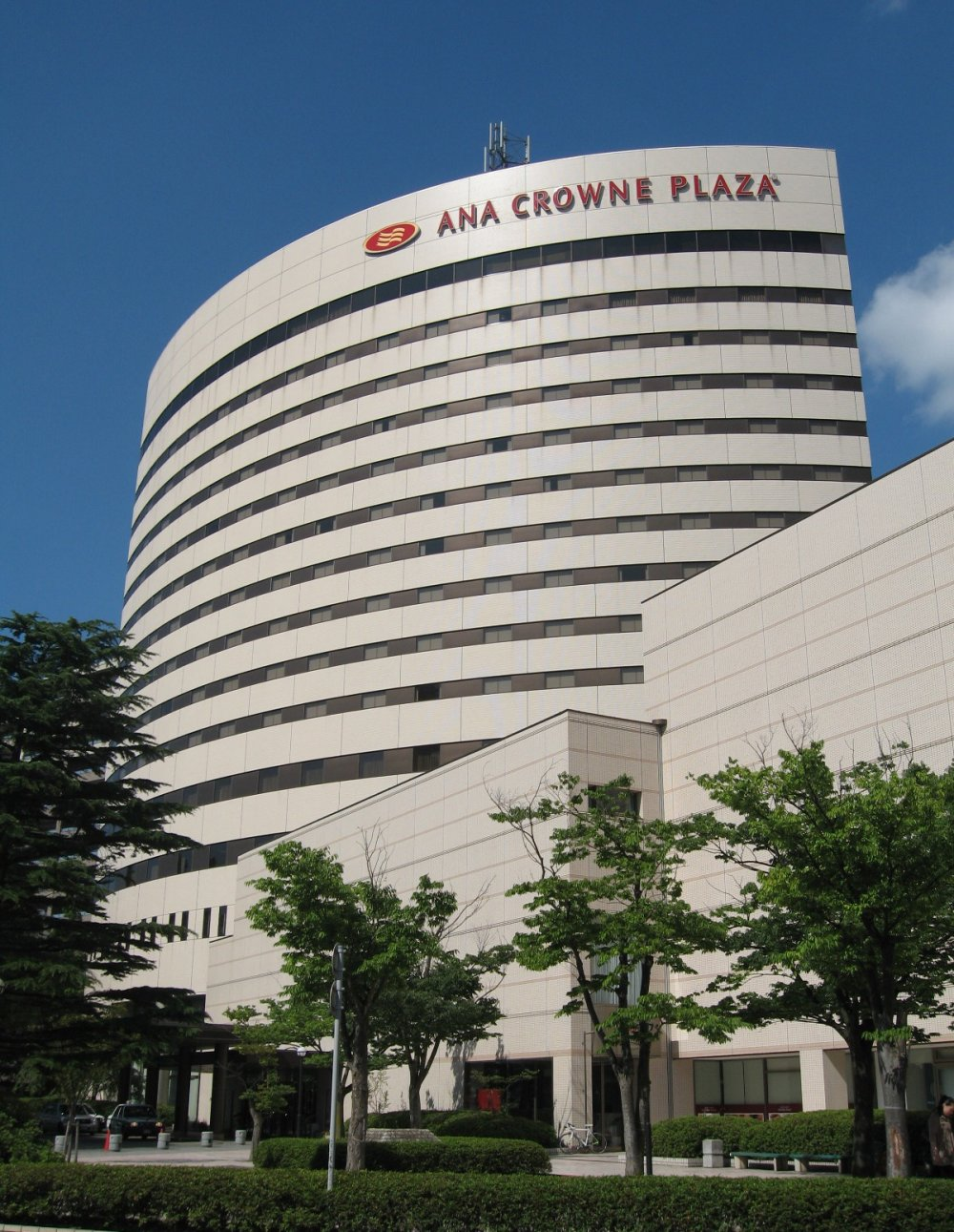 The exterior of the ANA Crowne Plaza in Niigat
