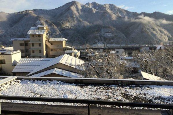 วิวที่มองออกไปภายนอกระเบียงหน้าต่าง!!! ของ โรงแรมฟุทะบะ นิงาตะ (Futaba Niigata)