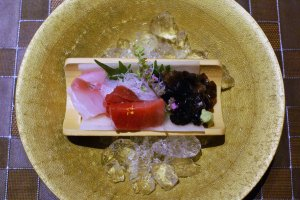 Both fish and mushroom sashimi appear on Nasuno's menu