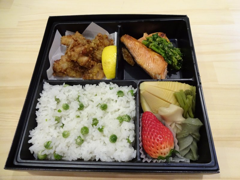 halal bento lunch box available in kansai japan. Black Bedroom Furniture Sets. Home Design Ideas