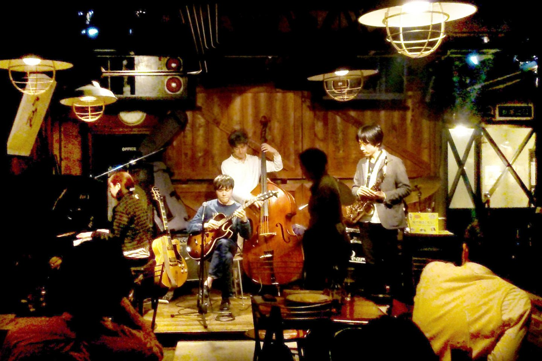 Open mic night at Zac Baran
