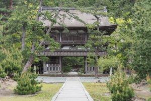 Gate number two at Tentoku-ji in Akita