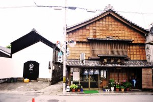 A modern-looking izakaya sits next to a traditional sweets shop