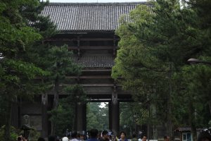 El portón principal.