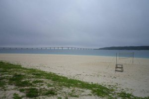 La plage de Maehama, sur l'île Miyako à Okinawa