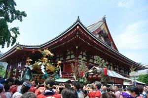 Mikoshi in front of Senso-ji