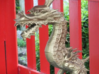 A dragon at the purification font