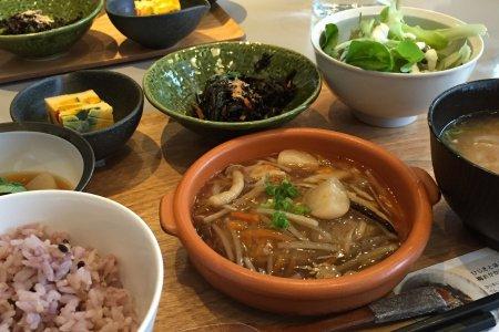 Органические дружественные вегетарианцам едальни в Осаке