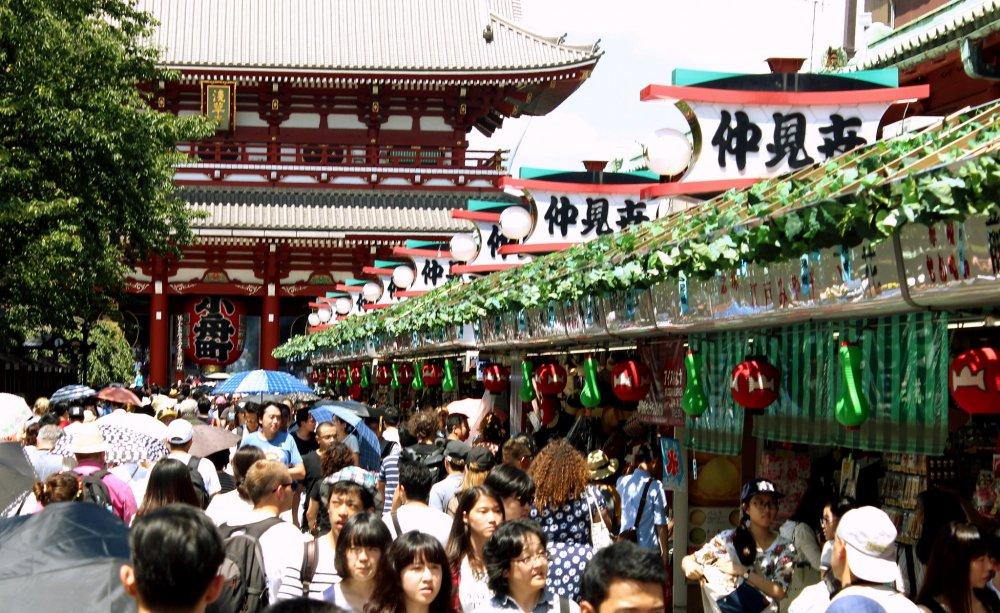 La rue commerçante de Asakusa