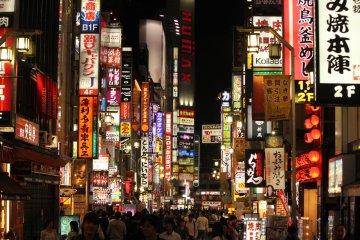 Shinjuku: el mundo de neón
