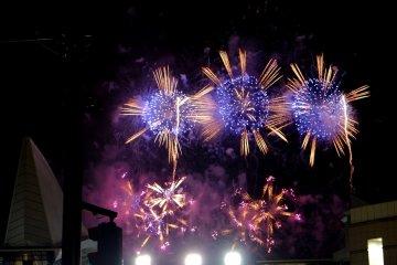Kanagawa Shinbun Fireworks Festival