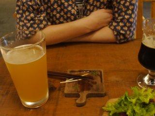 เบียร์สีทองหรือเบียร์ดำ? คุณชอบอันไหน?