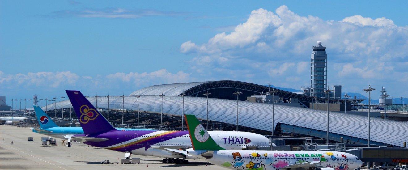 Planes and Kansai International Airport\'s terminal building.
