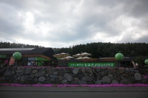 Un Panneau situé à l'Entrée