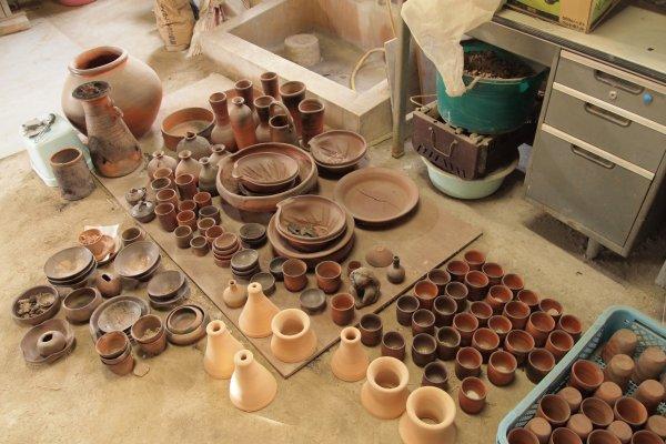 Bizen-yaki by students at the Bizen Pottery School