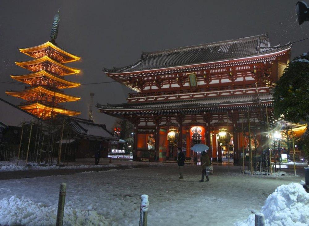 Chute de neige à Asakusa