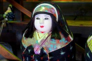 A Matsuyama himedaruma clad in Iyo-Kasuri fabric