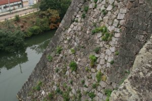 The 30m high stone walls of Iga Ueno Castle are the highest in Japan.