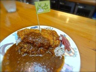 Свиная котлета Карри перемешанная с рисом Генмаи были вкусными по-домашнему, и понравились всем. (1200 иен)